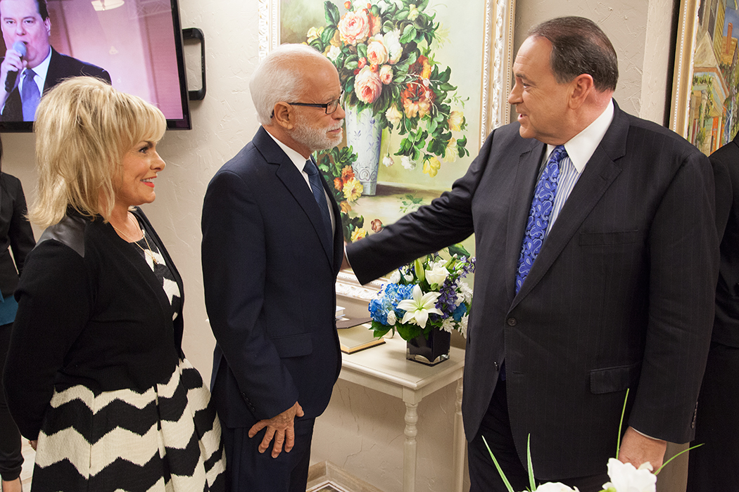 https://d2c13moo8u717n.cloudfront.net/wp-content/uploads/sites/11/2011/05/26130415/jim-bakker-mike-huckabee-green-room.jpg