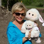 jim-bakker-show-loris-house-with-loris-little-lambs