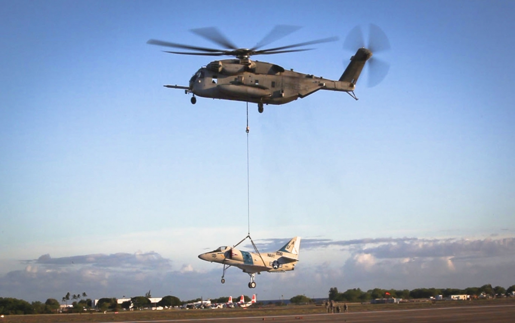 A CH-53E Super Stallion, used by the Marine Heavy Helicopter Squadron 463, carries off an A-4 Jet during a sling load operation aboard Barber's Point Naval Air Station, Marine Corps Base Hawaii on September 23, 2014, in this handout photo provided by the U.S. Marine Corps. REUTERS / U.S. Marine Corps / Lance Cpl. Aaron S. Patterson / Handout via Reuters