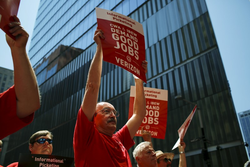 Verizon workers take part in a rally as they negotiate a union contract in New York