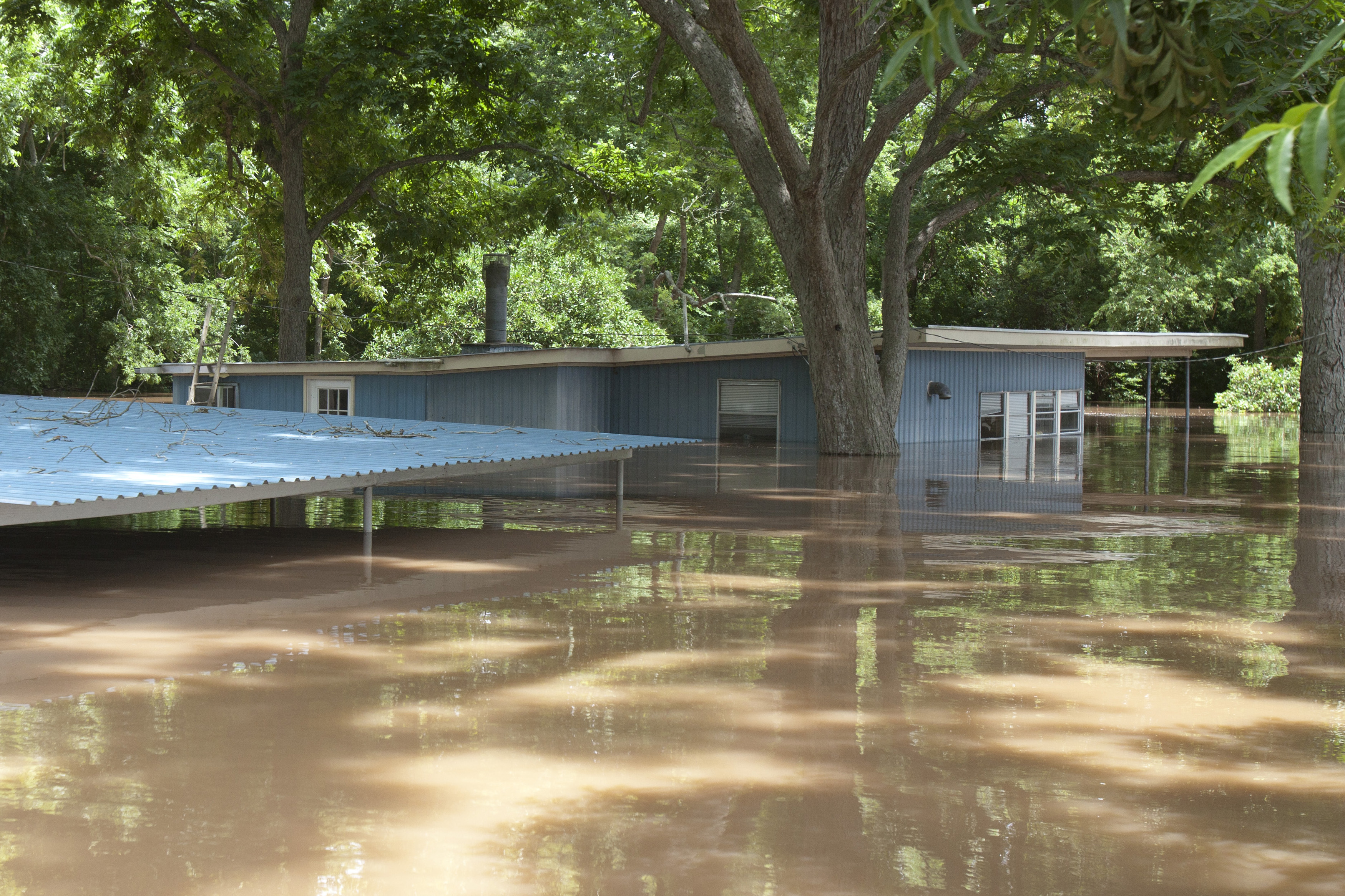 Texas Brazos River surges, Houston braces for flooding