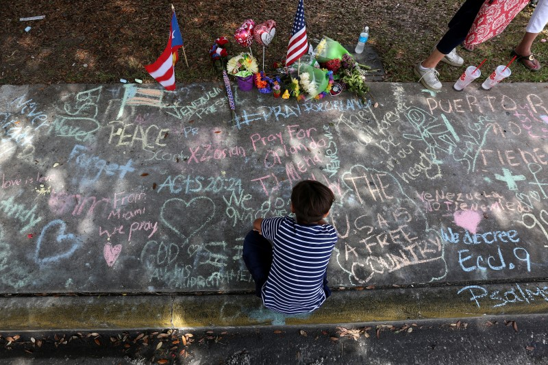 Makeshift memorial for victims of Pulse shooting