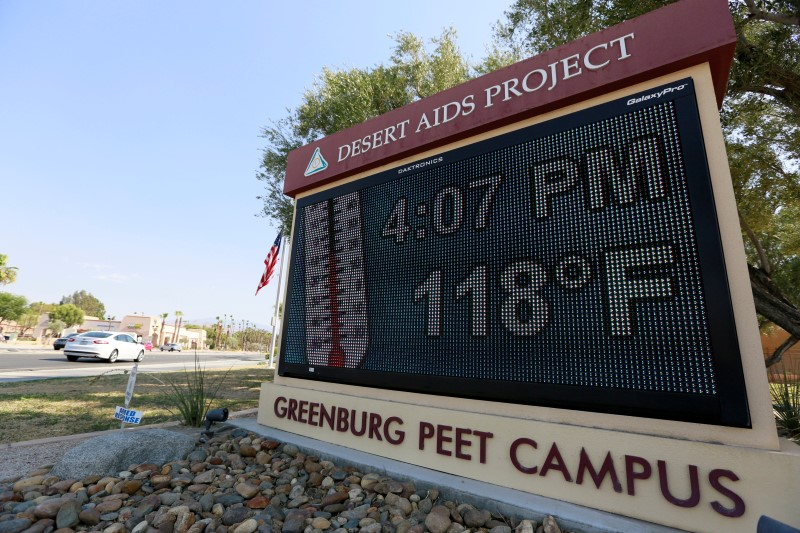 Thermometer sign reads 118 degrees, heat
