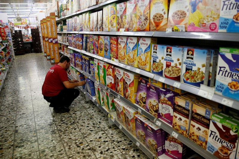 supermarket employee in Israel