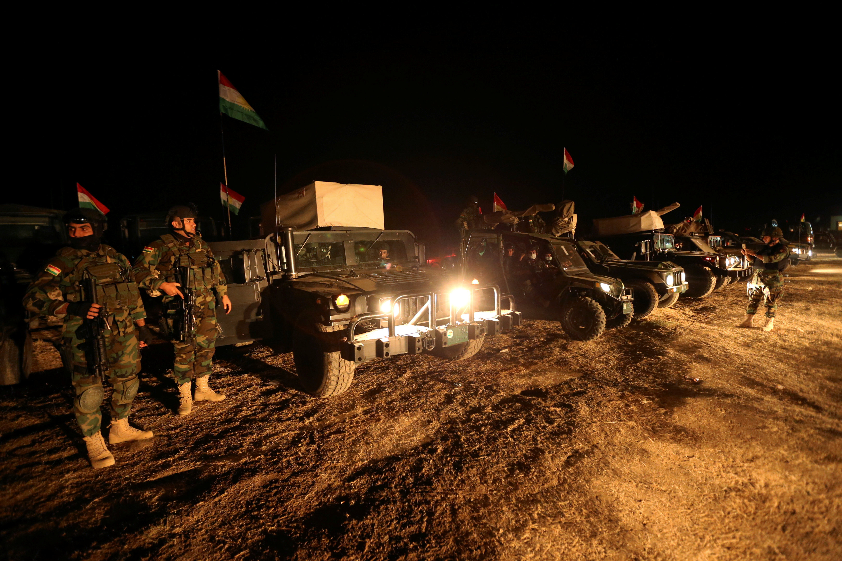 Peshmerga forces gather north of Mosul, during an operation to attack Islamic State militants in Mosul, Iraq, October 19, 2016. REUTERS/Ari Jalal