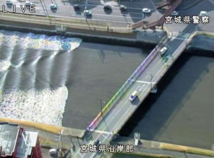 A tidal surge is seen in Sunaoshi River after tsunami advisories were issued following an earthquake in Tagajo, Miyagi prefecture, Japan November 22, 2016, in this video grab image released by Miyagi Prefectural Police via Kyodo. Mandatory credit