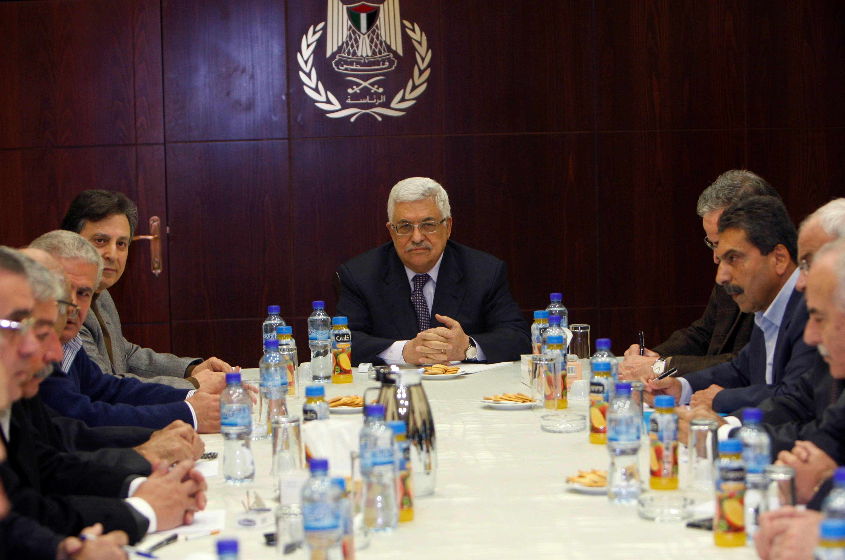 Palestinian President Mahmoud Abbas (C) attends the Fatah Central Committee meeting in the West Bank city of Ramallah January 8, 2011.