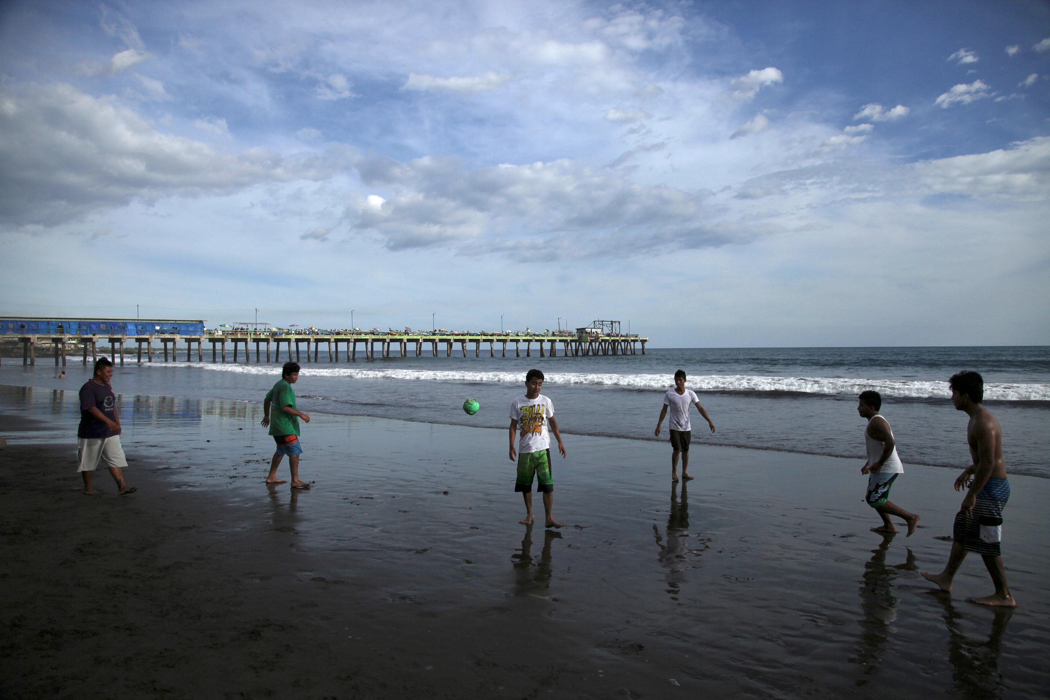 People play at La Pazon beach after a tsunami warning was lifted following a 7.0 magnitude undersea earthquake off the Pacific Coast of Central America, in La Libertad, El Salvador,