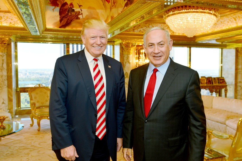 Israeli Prime Minister Benjamin Netanyahu (R) stands next to Donald Trump during their meeting in New York,