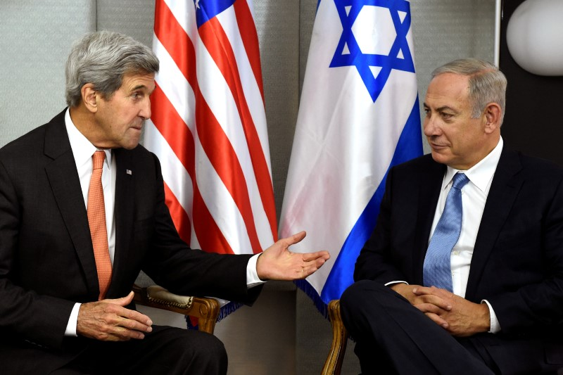 FILE PHOTO: U.S. Secretary of State John Kerry (L) meets with Israeli Prime Minister Benjamin Netanyahu in Manhattan, New York, U.S., September 23
