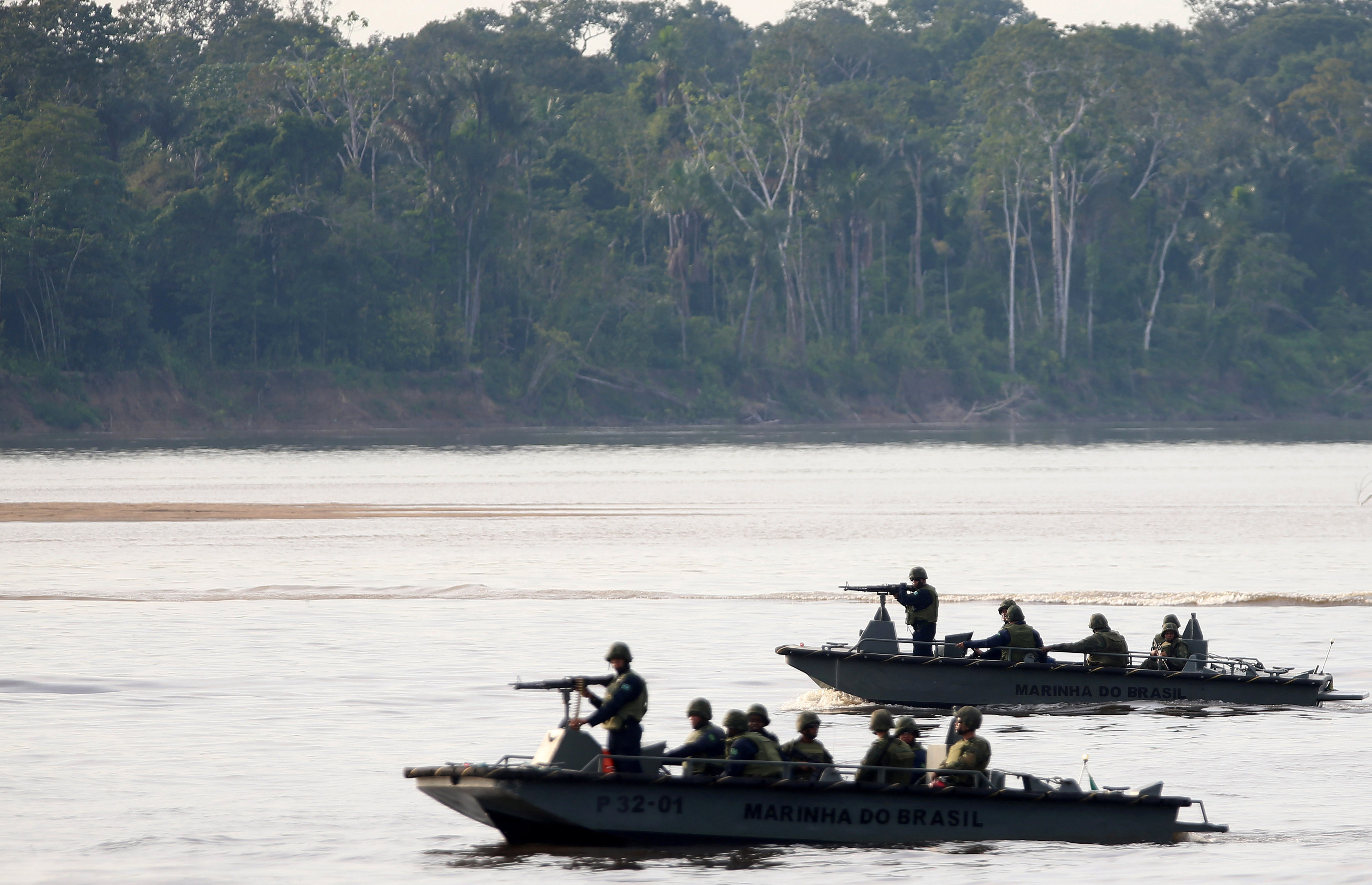 Brazil army soldiers on border with Colombia to combat drug trade