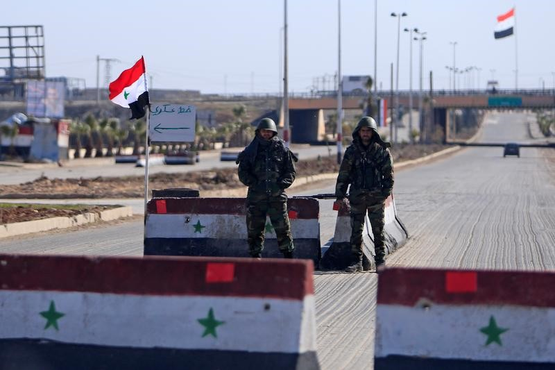 Syrian soldiers guarding checkpoint in area with Islamic State