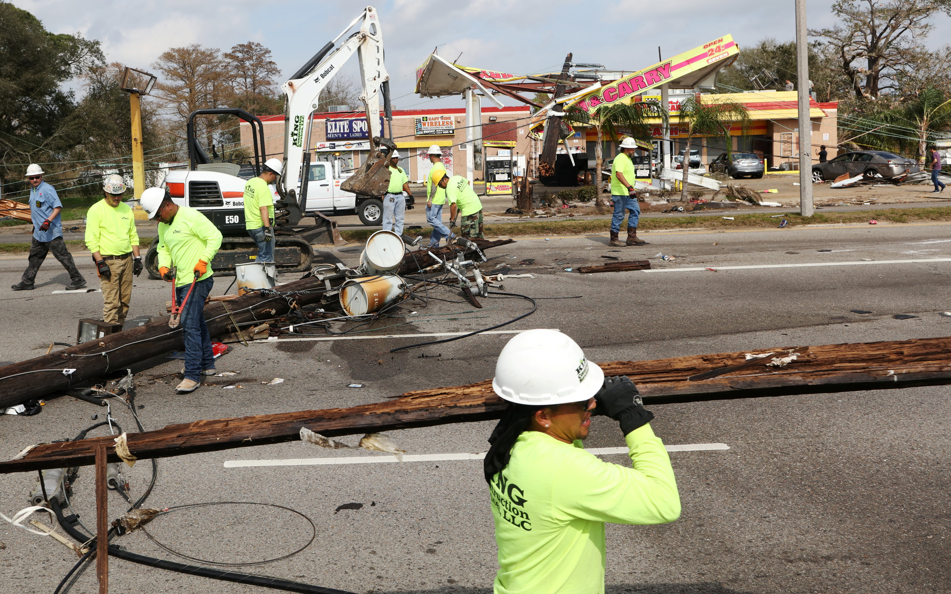 Cleanup crews pick up New Orleans area after tornado