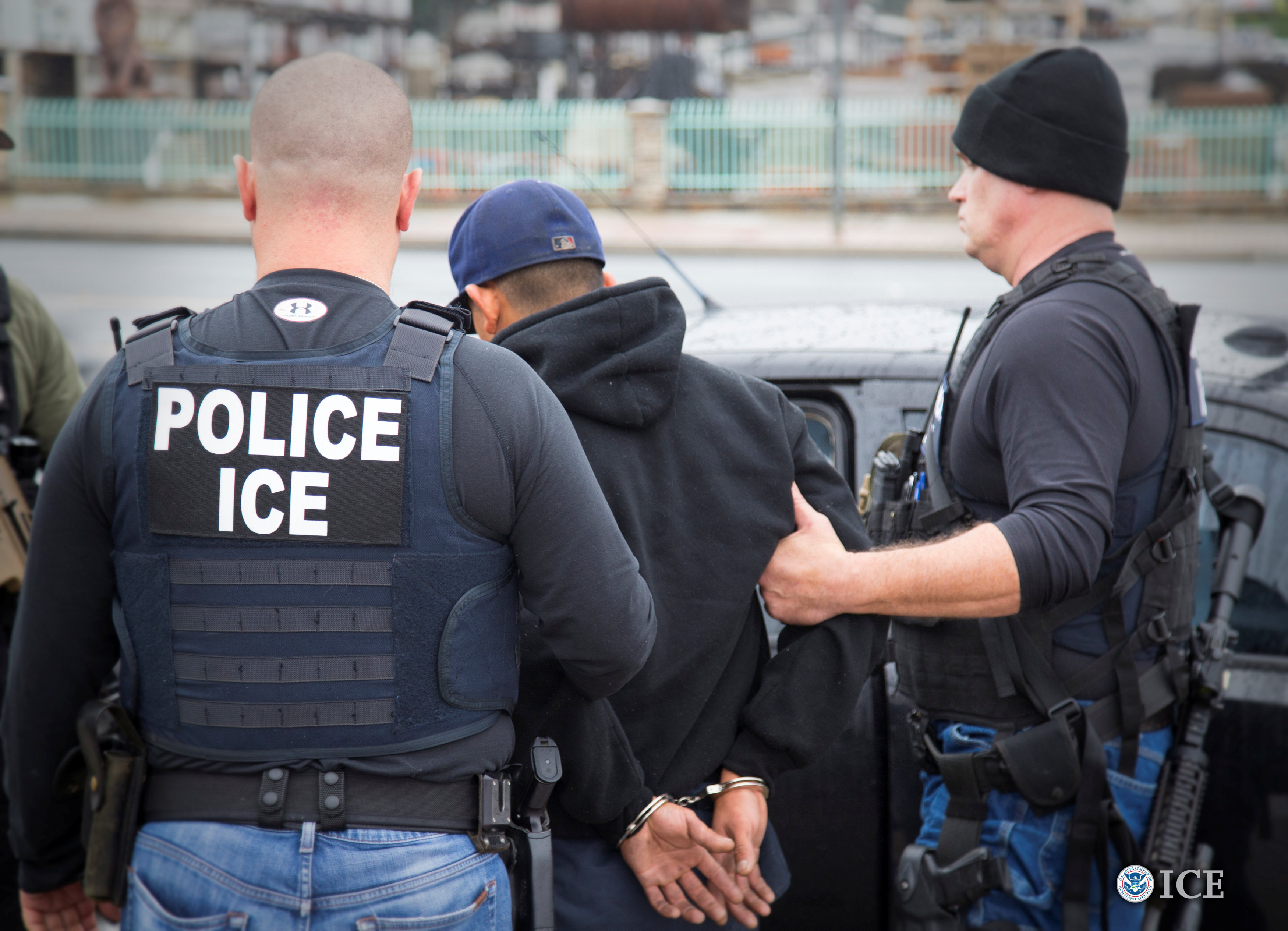 US Immigration officers detaining illegal immigrants