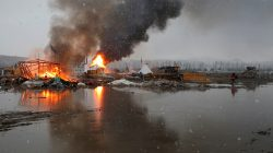 Buildings burn after being set alight by protesters preparing to evacuate the main opposition camp against the Dakota Access oil pipeline near Cannon Ball, North Dakota, U.S., February 22, 2017. REUTERS/Terray Sylvester