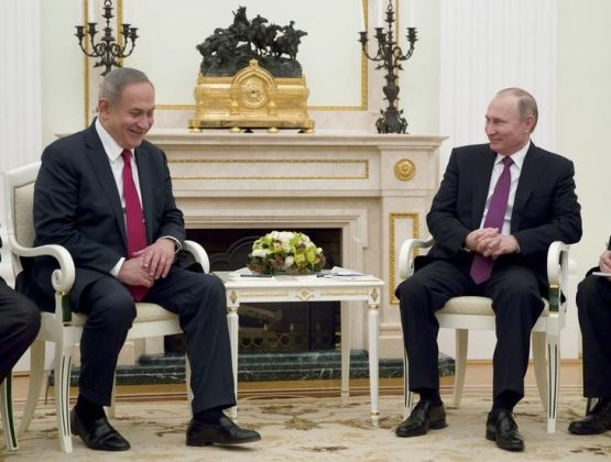 Russian President Vladimir Putin (R) meets with Israeli Prime Minister Benjamin Netanyahu in Moscow, Russia, March 9, 2017. REUTERS/Pavel Golovkin/Pool