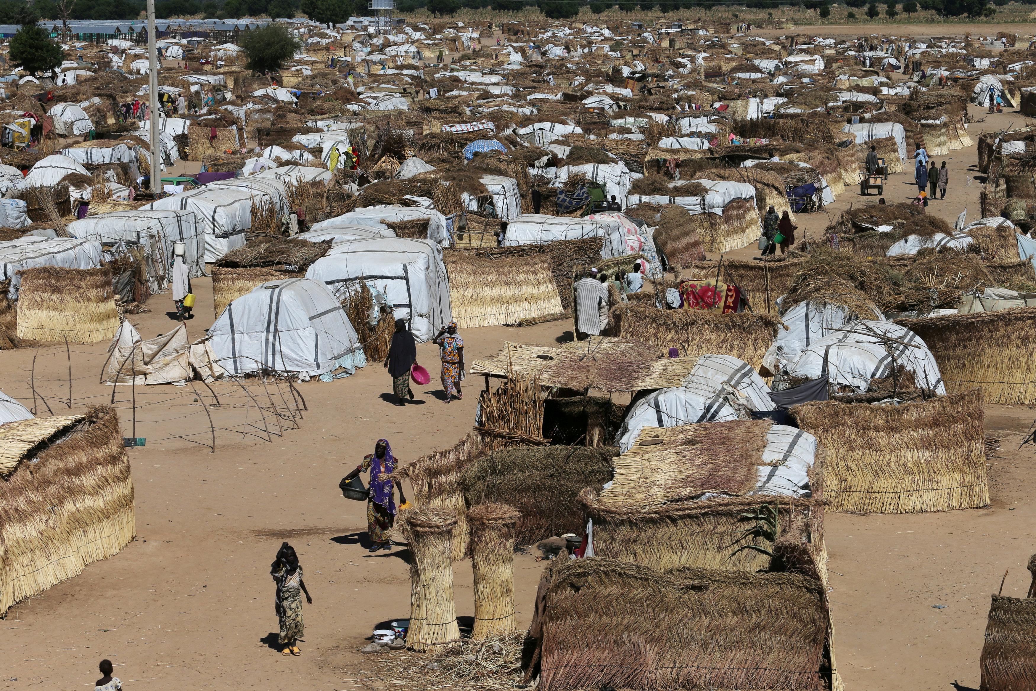 FILE PHOTO: People walk inside the Muna Internally displace people camp in Maiduguri, Nigeria December 1, 2016 REUTERS/Afolabi Sotunde/File Photo