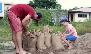 Residents fill sandbags in preparation for the arrival of Cyclone Debbie in the northern Australian town of Bowen, located south of Townsville. AAP/Sarah