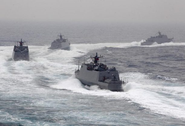 Taiwan navy fast attack boats take part in a military drill in Kaohsiung port, southern Taiwan. REUTERS/Pichi Chuang