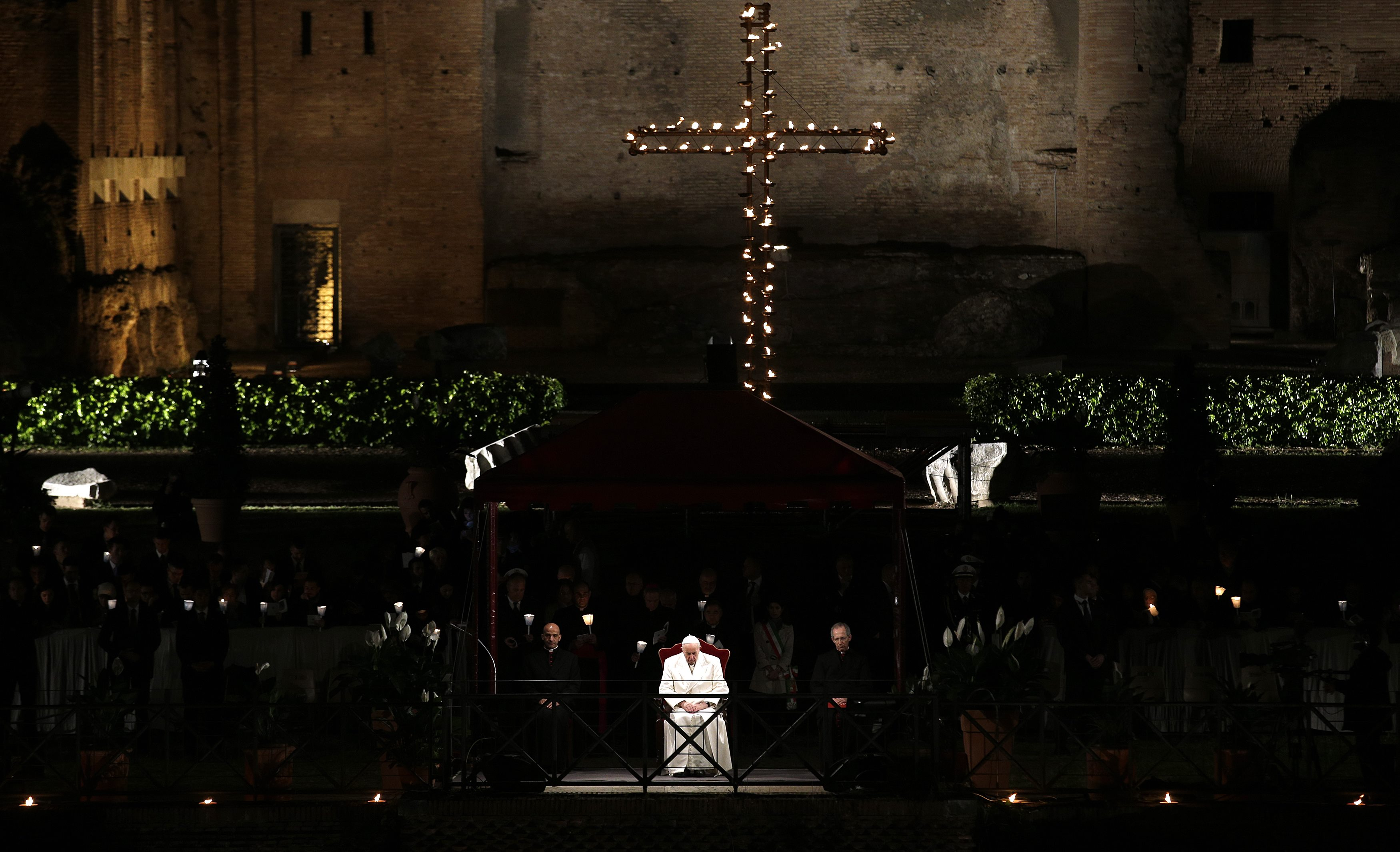 Pope Francis leads the Via Crucis (Way of the Cross) procession during Good Friday celebrations in front of the Colosseum in Rome, Italy, April 14, 2017. REUTERS/Max Rossi