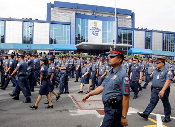 Policemen walk past Philippine National Police headquarters after taking part in the founding anniversary of the Philippine National Police celebration at Camp Crame, in Quezon city Metro Manila, Philippines February 6, 2017. REUTERS/Erik De Castro