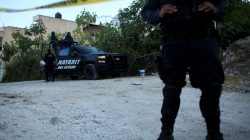 FILE PHOTO: Policemen keep watch on the perimeter of a scene during a shooting with federal forces in Tepic, in Nayarit state, February 10, 2017. REUTERS/Hugo Cervantes/File Photo