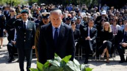 Israeli Prime Minister Benjamin Netanyahu lays a wreath during a ceremony marking the annual Holocaust Remembrance Day at the Yad Vashem Holocaust memorial, in Jerusalem April 24, 2017. REUTERS/Amir Cohen