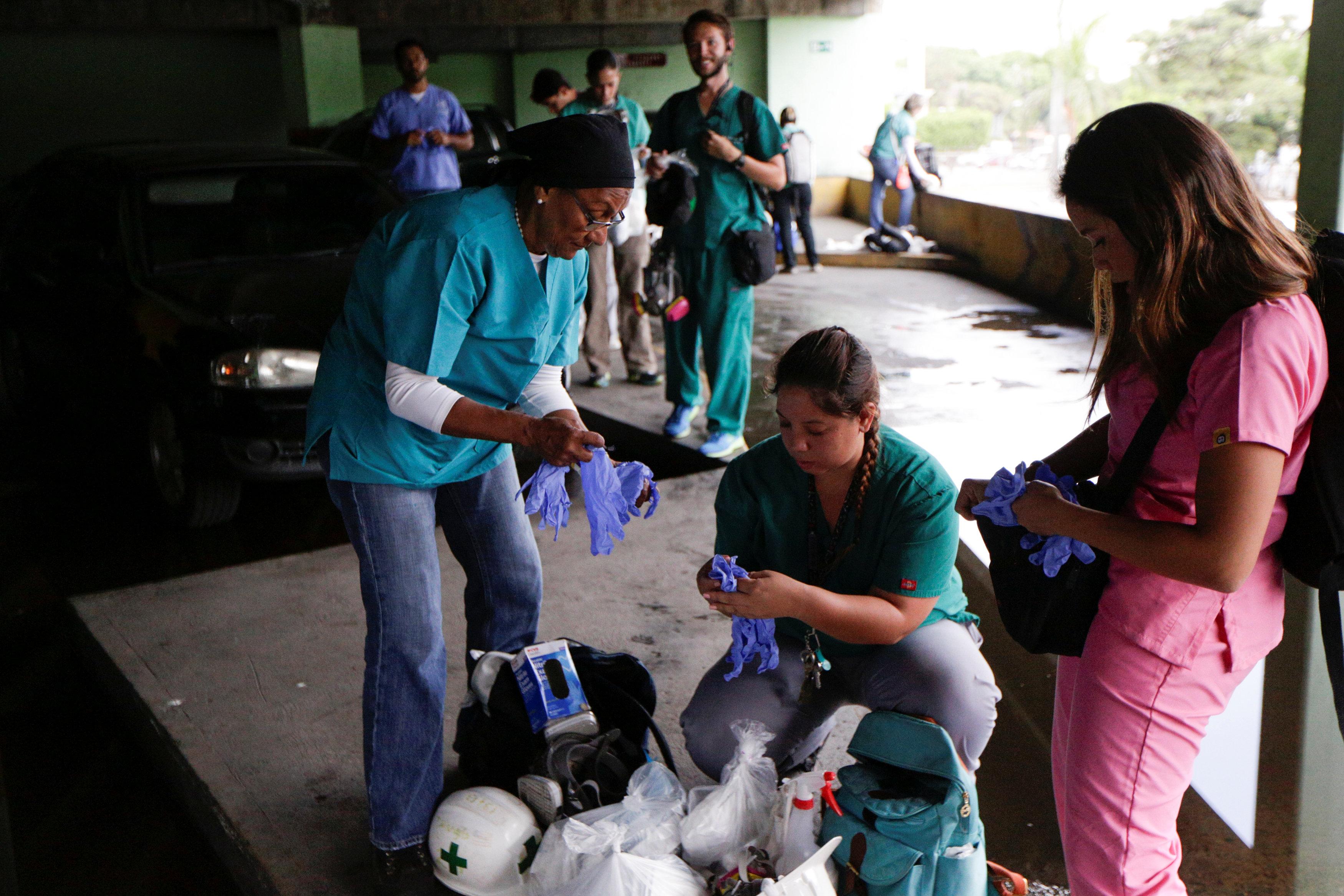 Volunteers get ready for help injured demonstrators in Caracas, Venezuela April 22, 2017. REUTERS/Marco Bello