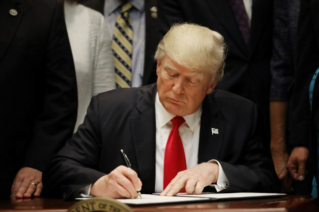U.S. President Donald Trump signs an executive order on education as he participates in a federalism event with Governors at the White House in Washington, DC, U.S. April 26, 2017. REUTERS/Carlos Barria