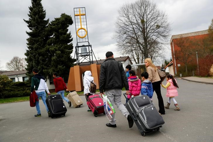FILE PHOTO: Syrian refugees arrive at the camp for refugees and migrants in Friedland, Germany April 4, 2016. REUTERS/Kai Pfaffenbach/File Photo