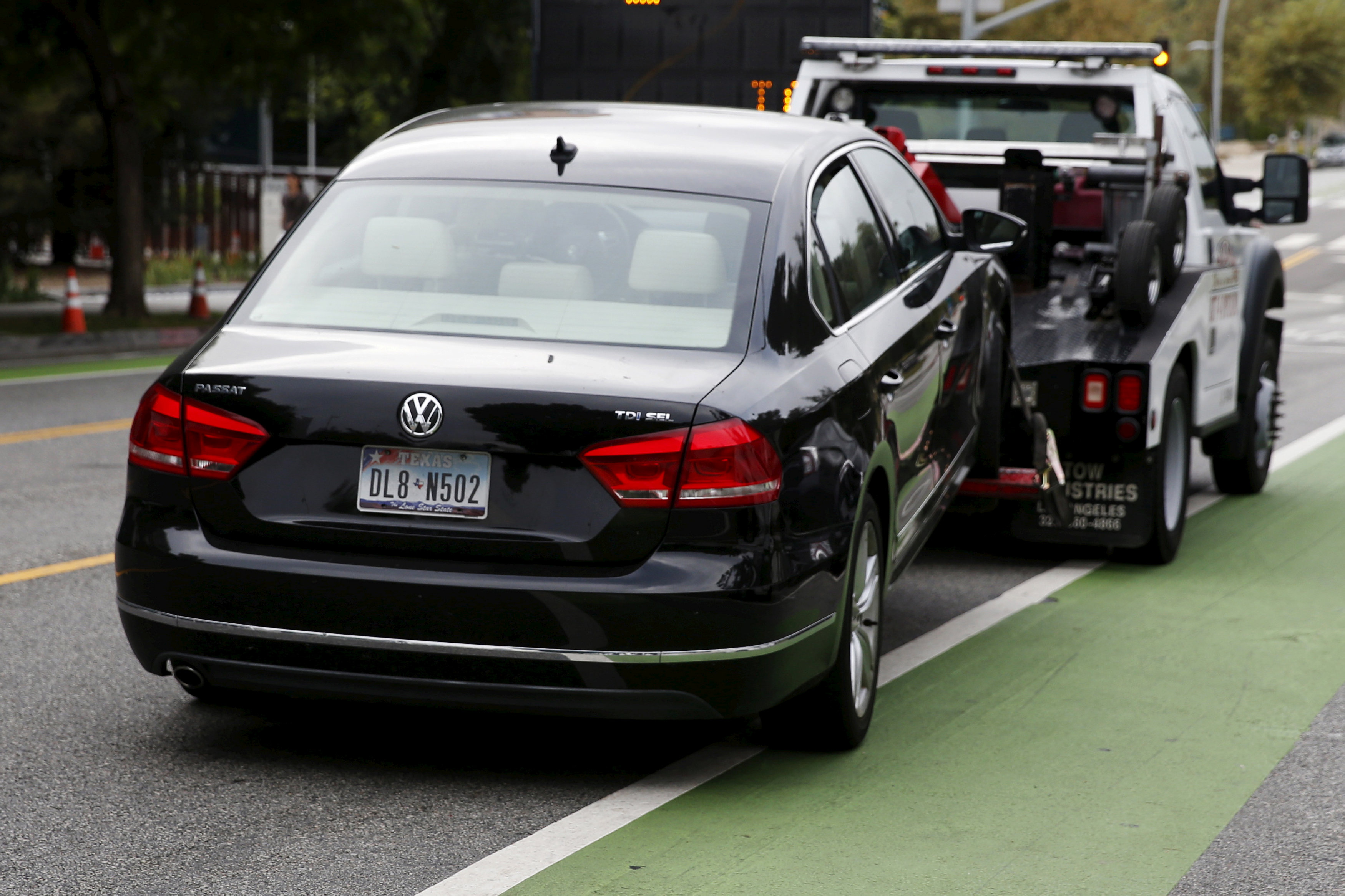 FILE PHOTO: A diesel Volkswagen Passat TDI SEL is taken away by a tow truck for having an expired registration, in Santa Monica, California, U.S. on September 21, 2015. REUTERS/Lucy Nicholson/File Photo