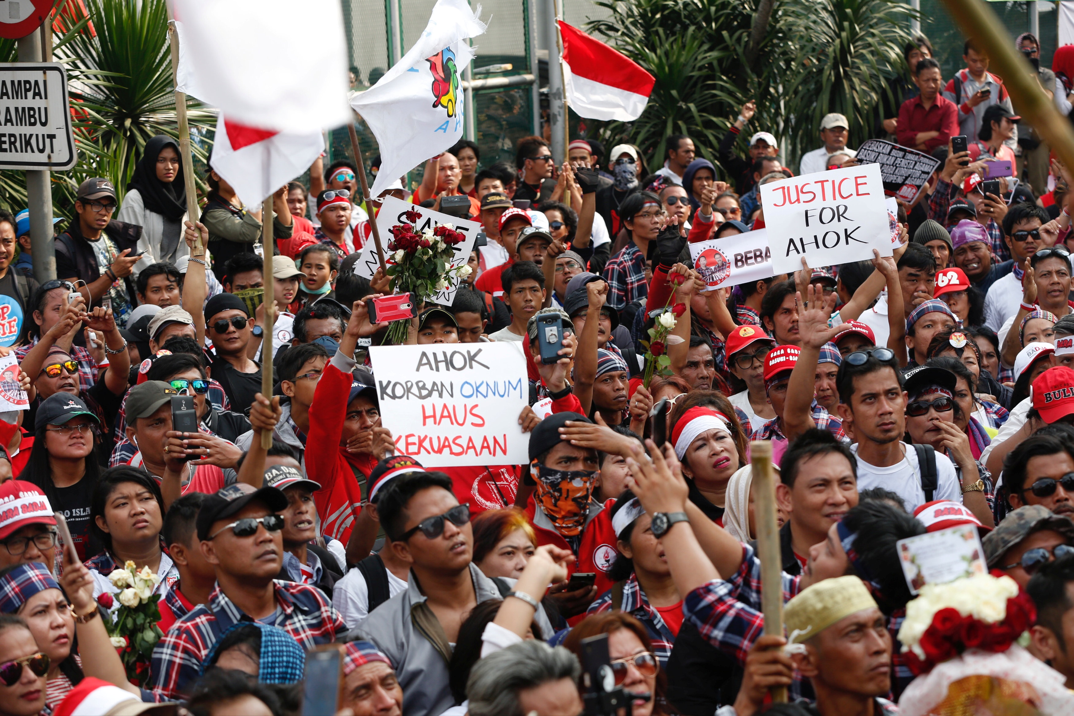 Supporters of Jakarta Governor Basuki Tjahaja Purnama, also known as Ahok, stage a protest outside Cipinang Prison, where he was taken following his conviction of blasphemy, in Jakarta, Indonesia May 9, 2017. REUTERS/Darren Whiteside