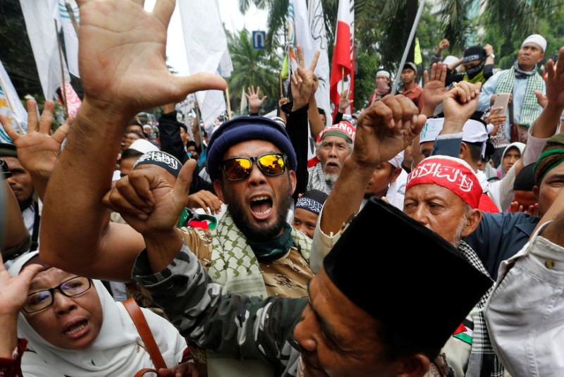 Indonesian hardline Muslims react after hearing a verdict on Jakarta's first non-Muslim and ethnic-Chinese Christian governor Basuki Tjahaja Purnama's blasphemy trial at outside court in Jakarta, Indonesia May 9, 2017. REUTERS/Beawiharta