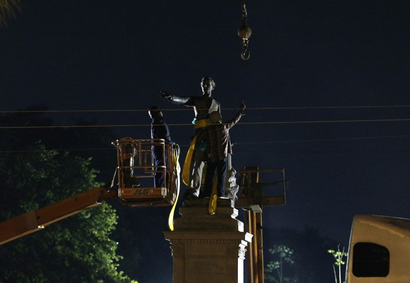 A construction crew works to remove a monument of Jefferson Davis in New Orleans, Louisiana, U.S., May 11, 2017. REUTERS/Jonathan Bachman