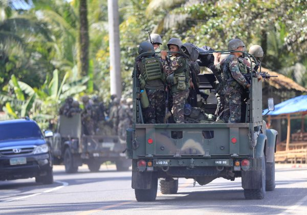 Philippines deploys top commandoes, attack helicopters to