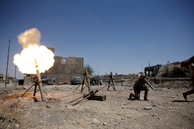 A member of the Iraqi rapid response forces fires a mortar shell against Islamic State militants positions in western Mosul, Iraq May 31, 2017. REUTERS/Alkis Konstantinidis