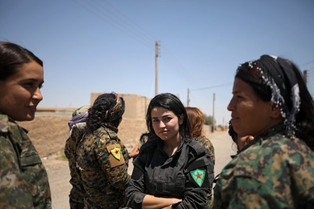 Syrian Democratic Forces (SDF) female fighters gather at the eastern outskirts of Raqqa city, Syria June 7, 2017. Picture taken June 7, 2017. REUTERS/Rodi Said