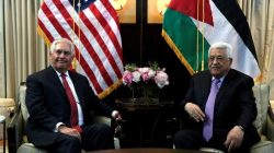 U.S. Secretary of State Rex Tillerson (L) meets with Palestinian President Mahmoud Abbas in Washington, U.S., May 3, 2017. REUTERS/Yuri Gripas