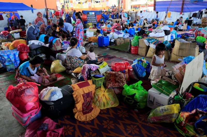 Residents who evacuated their homes to avoid the intense fighting between government troops and insurgents from the Maute group, are seen inside the evacuation center in Saguiaran Village at Lanao Del Sur, Philippines June 17, 2017. REUTERS/Romeo Ranoco