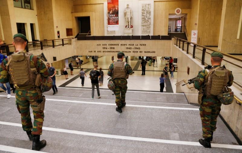 Belgian soldiers patrol inside Brussels central railway station after a suicide bomber was shot dead by troops in Brussels, Belgium, June 21, 2017. REUTERS/Francois Lenoir