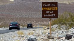 FILE PHOTO: A sign warns of extreme heat as tourists enter Death Valley National Park in California June 29, 2013. REUTERS/Steve Marcus/File Photo