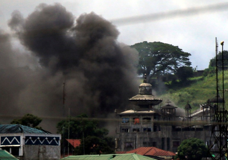 Billowing smoke is seen as government troops continue their assault against insurgents from the Maute group, who have taken over parts of Marawi City, Philippines June 22, 2017. REUTERS/Romeo Ranoco