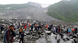 People search for survivors at the site of a landslide that destroyed some 40 households, where more than 100 people are feared to be buried, local media reports, in Xinmo Village, Sichuan Province, China June 24, 2017. REUTERS/Stringer