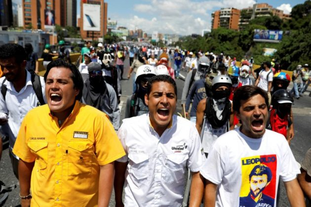FILE PHOTO: (L-R) Deputies of the opposition parties Carlos Paparoni, Jose Manuel Olivares and Juan Andres Mejias shout slogans during a march to state Ombudsman's office in Caracas, Venezuela May 29, 2017. REUTERS/Carlos Garcia Rawlins/File Photo