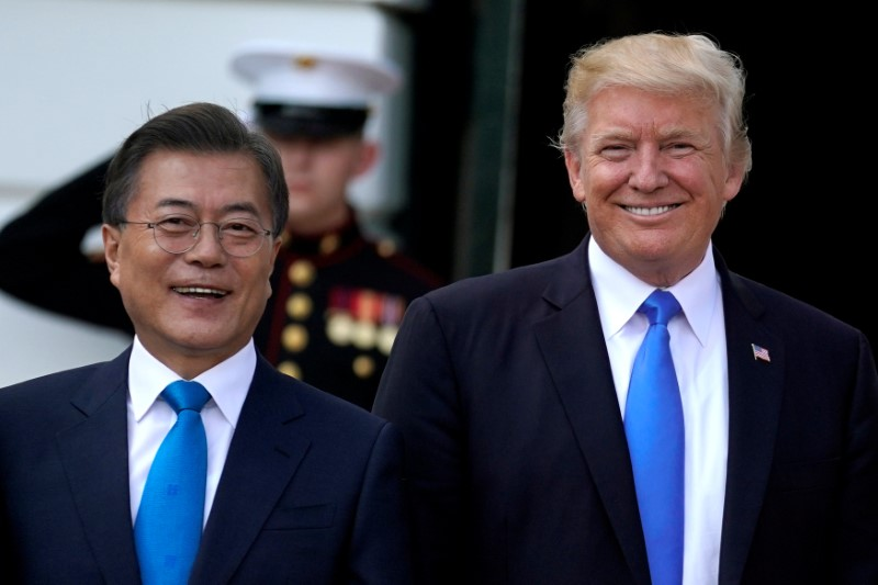 U.S. President Donald Trump welcomes South Korean President Moon Jae-in to the White House in Washington, U.S., June 29, 2017. REUTERS/Carlos Barria