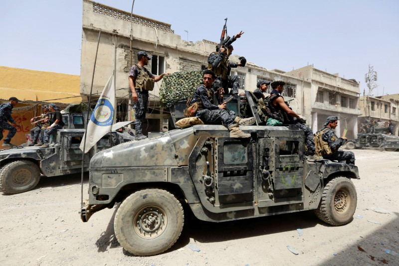 Iraqi Federal Police members ride in a military vehicle during fighting between Iraqi forces and Islamic State militants in the Old City of Mosul, Iraq July 4, 2017. REUTERS/Ahmed Saad