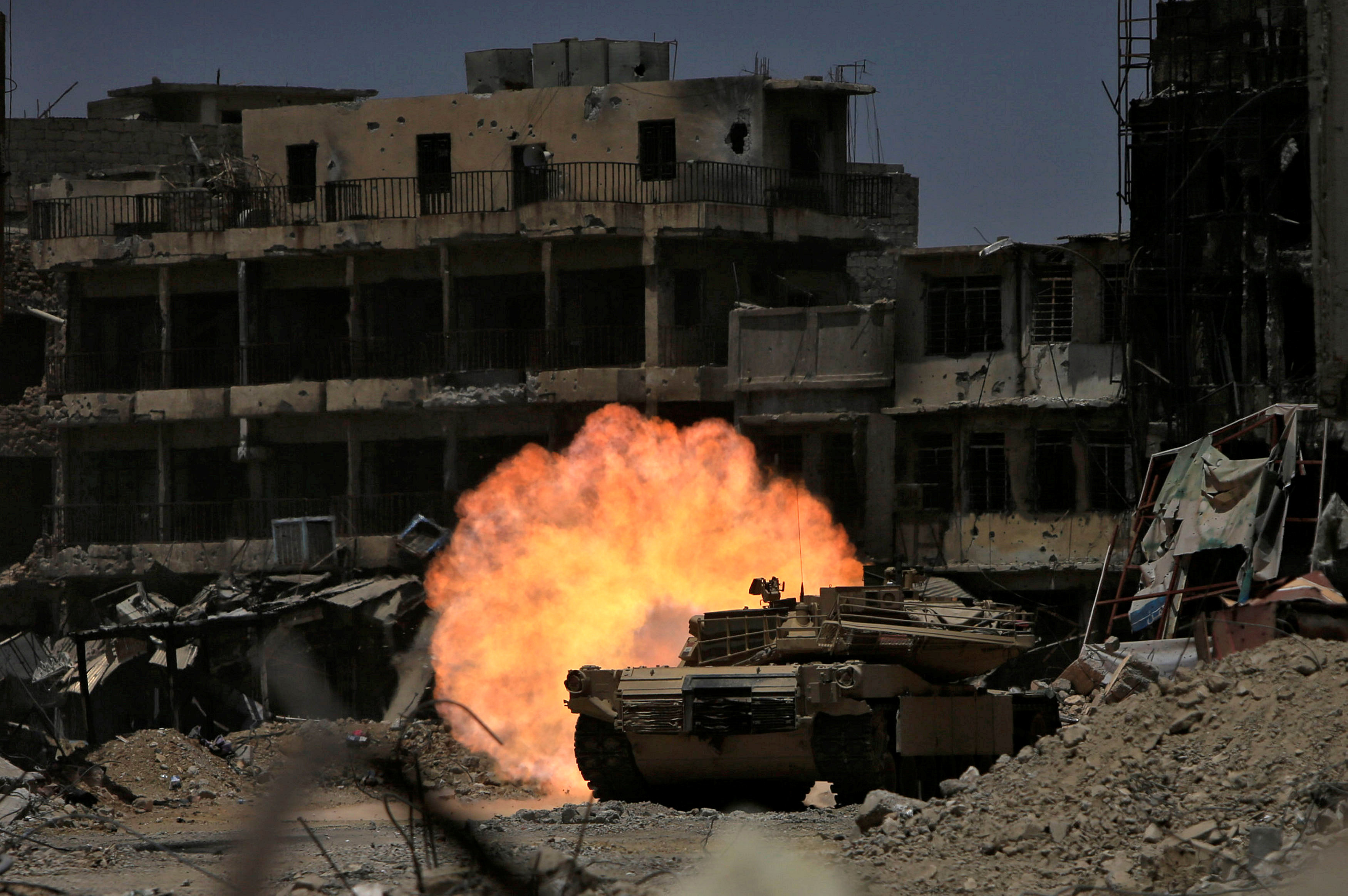 A tank of the Emergency Response Division fires at Islamic State militant in the old city of Mosul, Iraq July 5, 2017. REUTERS/Alaa Al-Marjani