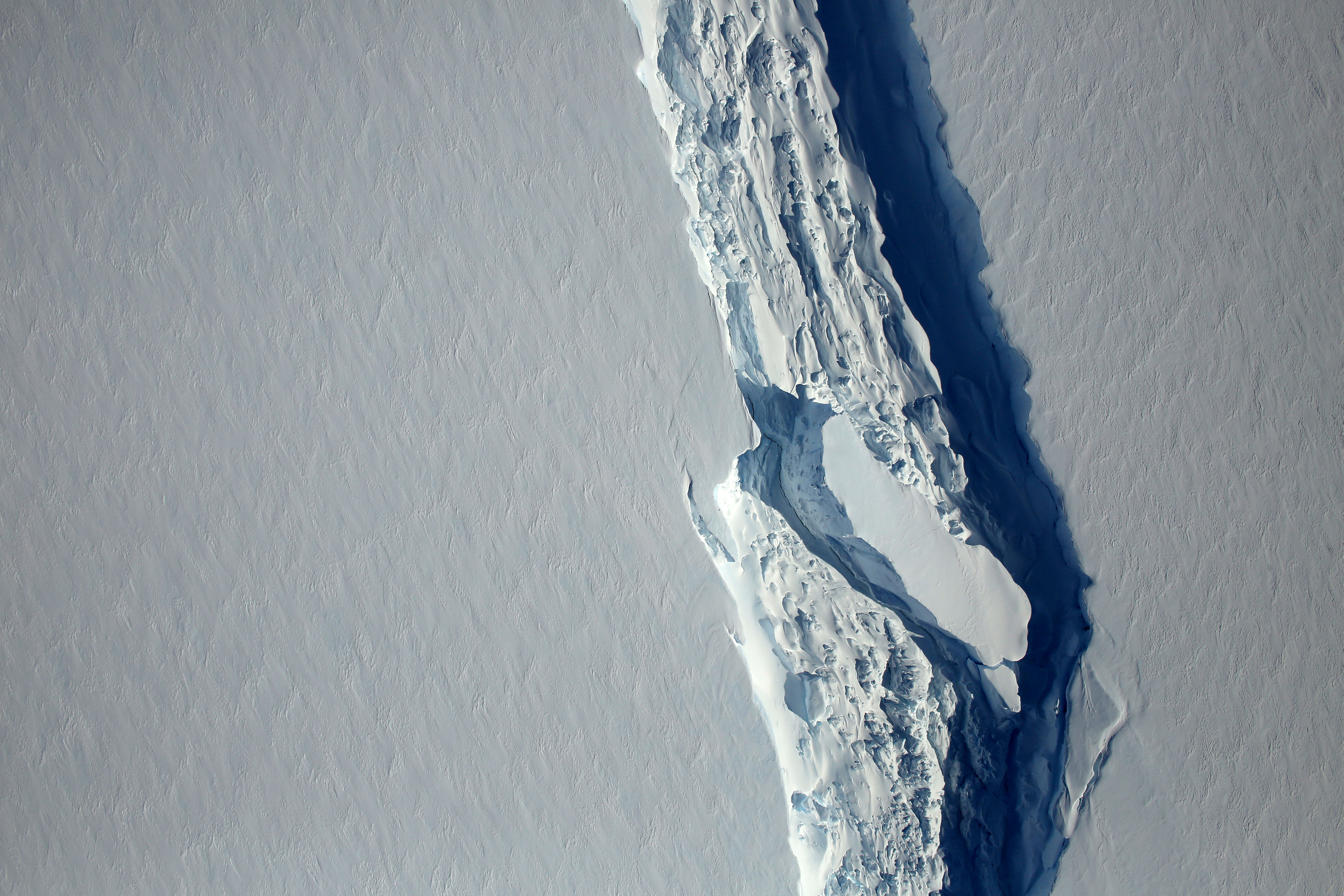 FILE PHOTO: An aerial view of the rift in the Larsen C seen in an image from the Digital Mapping System over the Antarctica Peninsula, Antarctica, on November 10, 2016. NASA's Goddard Space Flight Center/Handout via REUTERS/File Photo ATTENTION EDITORS - THIS IMAGE HAS BEEN SUPPLIED BY A THIRD PARTY
