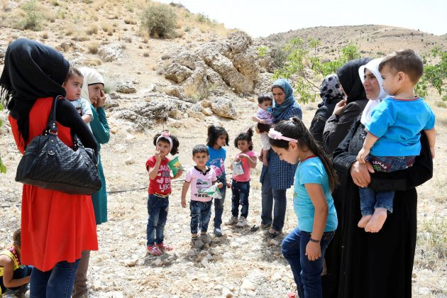 Refugees Return To Syria From Lebanon In Hezbollah Mediated Deal