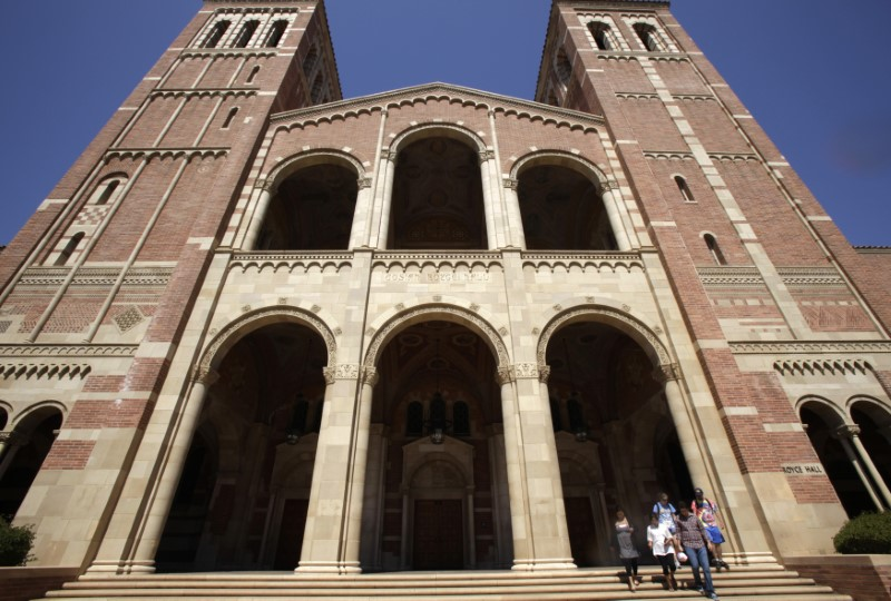 FILE PHOTO: Students walk on the University of California Los Angeles (UCLA) campus in Los Angeles, September 18, 2009. REUTERS/Lucy Nicholson